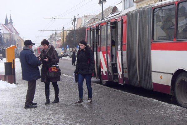 Mestská doprava. Ľudí zase obťažujú vreckári.