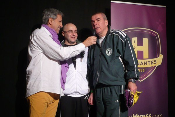 Na pódiu. Moderátor naň pozval aj M. Chmeliara a generálneho manažéra Tatrana B. Benka.