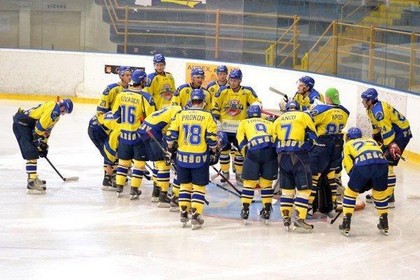 Dilema. Nielen hokejisti musia dať hlavy dokopy, ale i tí, ktorí riadia chod HC 07.