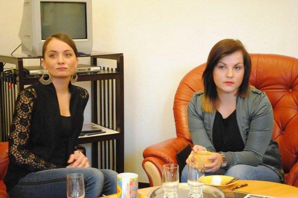 Študentky Iveta Janíčková (vľavo) a Nikola Dzurová.