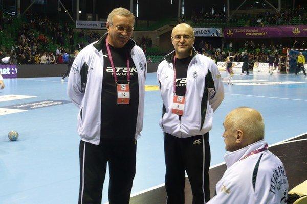 Generálny manažér. Branko Benko (na snímke uprostred) zdôvodnil zmeny termínov.