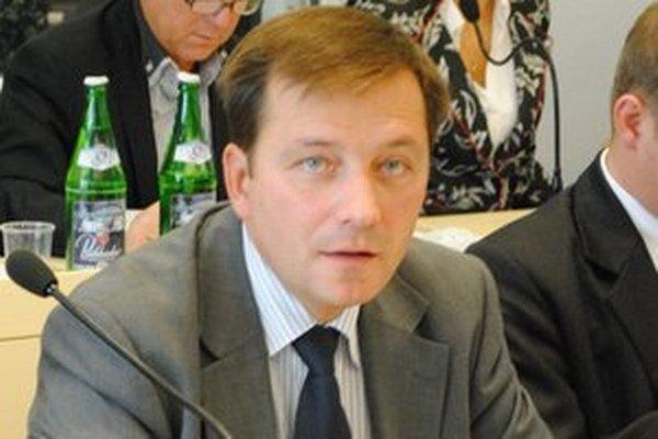 Medzi kandidátmi je aj bývalý hlavný kontrolór mesta Prešov Alexander Ernst, ktorý prišiel nečakane o miesto a je v súdnom spore s radnicou.