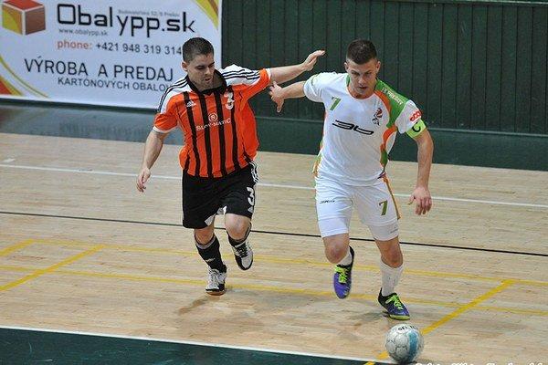 Tri góly zaznamenal v prvom zápase o 3. miesto kapitán Prešova Biľ (vpravo).
