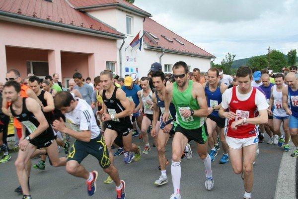 Beh májovým Tulčíkom. Už desiaty ročník bežeckých pretekov v obci sa vydaril.