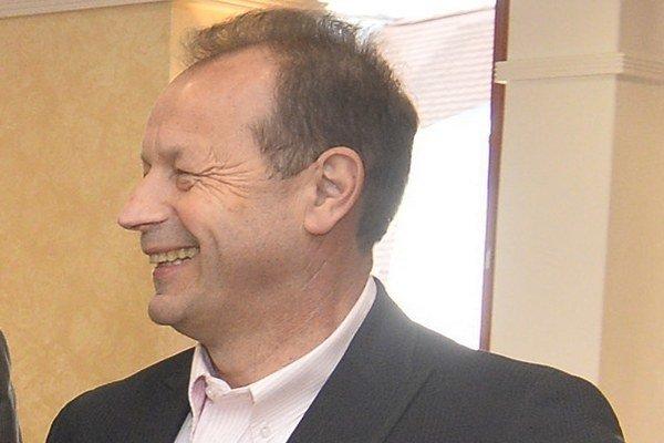 Primátor Pavel Hagyari tvrdí, že právny výklad v spore s kontrolórom Ernstom preverujú viacerí právnici.