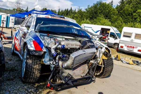 Nehoda po pätnástich rokoch. Takto vyzeralo auto po náraze.