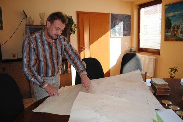 Ivan Kopor. Na mapách má zaznamenané všetky banské chodby.