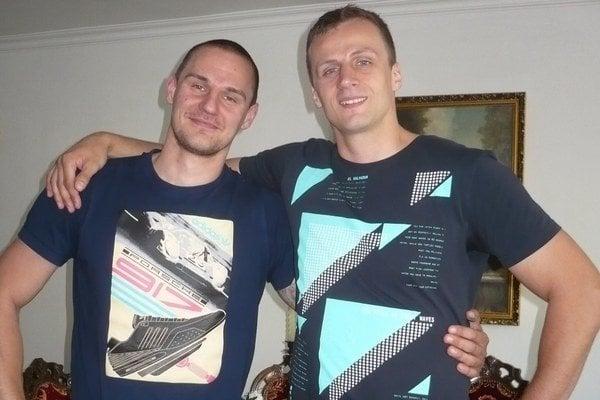 Smoliar R. Pekár (vpravo) sa po podpise zmluvy s Tatranom usmieval, momentálne dôvod na radosť však nemá.