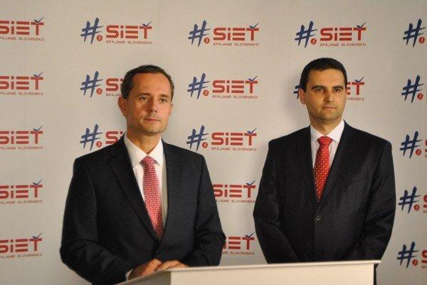 Martina Ďurišina (vpravo) predstavil šéf Siete Radoslav Procházka.