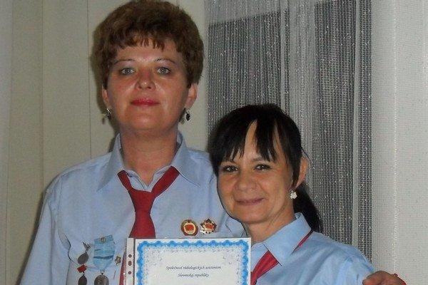 Ocenená. Anna Vaňová (vľavo) si váži, ako ohodnotili jej prácu kolegovia.