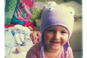 Deti Stanky Kašperovej. Škôlkarka Barborka a novorodenec Tomáško.