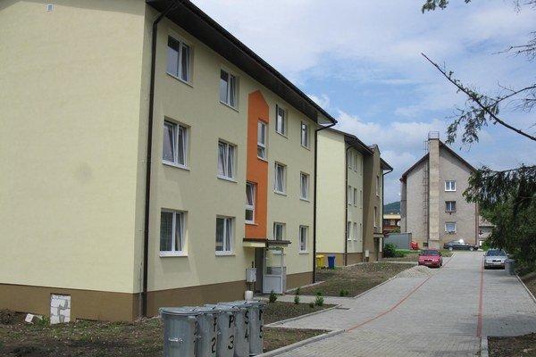 Dve bytovky sú už hotové. Začali stavať ďalšie nájomné byty na obecných pozemkoch.