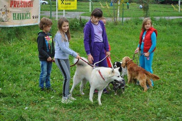 Deti a psy. Jedna z obľúbených kategórií.