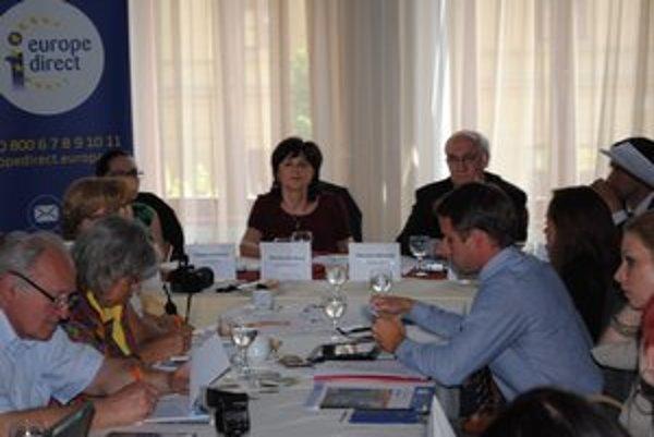 Poslanci Európskeho parlamentu. Smolková a Mikolášik diskutovali v Prešove.