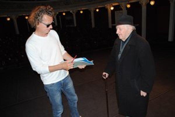 Štefan Senko s režisérom Jánom Stračinom.