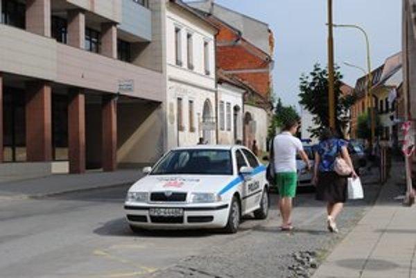 Mestská polícia. O jej služby žiadajú obce Ľubotice aj Vyšná Šebastová.