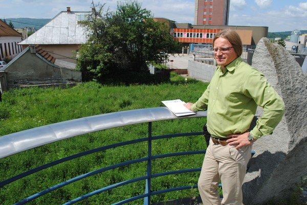 Ladislav Šándor ukazuje na miesto, ktoré čoskoro zmení podobu.