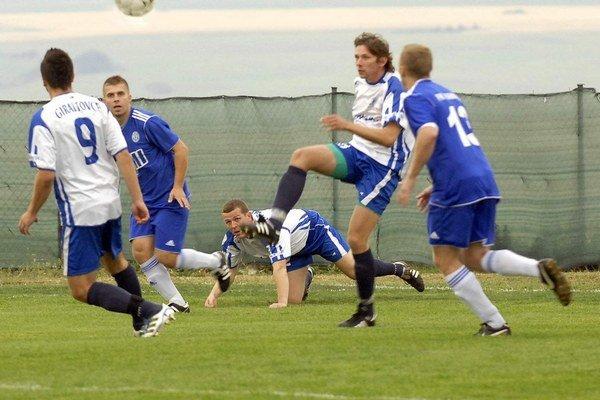 Už to začne. Tento víkend štartujú najvyššie regionálne futbalové súťaže.