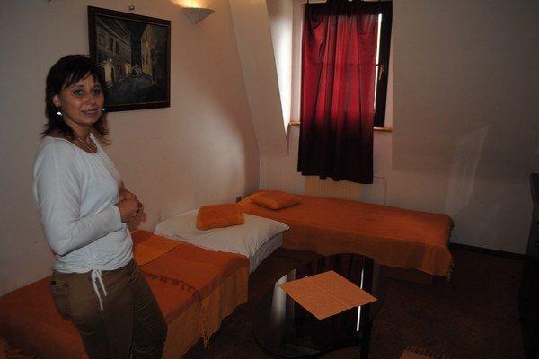 Tu sa dali obsluhovať. Sabina Lišková v izbe, kde sa párik ubytoval.