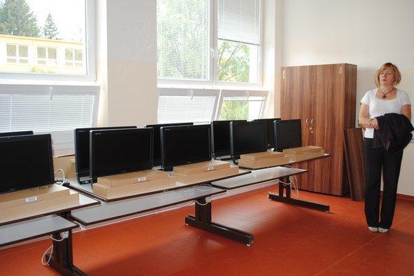 Ľubica Kohániová. Minulý rok doplnili učebne o nové počítače.