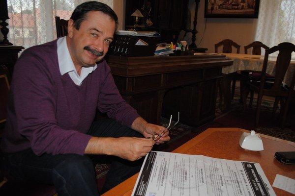 Riaditeľ PKO Emil Chlapeček s programom PHJ.