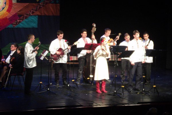 Hostia zo Srbska. Predstavili sa tradičnými piesňami.
