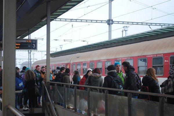 Vlakové spoje budú posilnené o 15 vlakov.