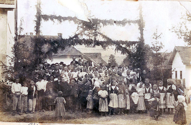 Najstaršia datovaná fotografia – birmovka vPrečíne zroku 1921.
