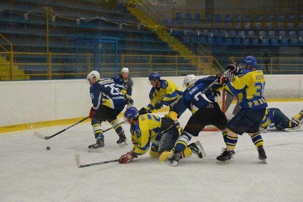 Skóroval. O tri body v dueli s Michalovcami sa zaslúžil jedným zásahom aj Renčok (vpravo).
