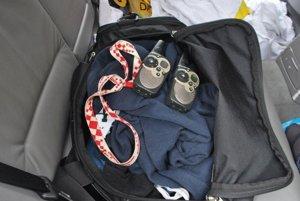 S takýmito nástrojmi sa zlodeji snažili ukradnúť zaparkovaný Volkswagen.
