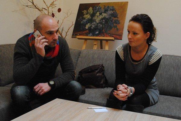 """V sídle """"kočovníkov"""". Jano Karas a Veronika Hardoňová."""