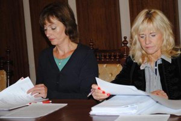 Šéfky klubov. Radné A. Turčanová (vľavo) a Š. Andraščíková.