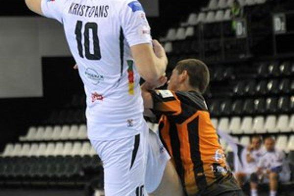 Dajnis Kristopans. So siedmimi gólmi bol s Modrou najlepším strelcom Tatrana.
