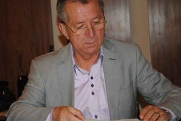 Mikuláš Komanický. Futbalový tréner a poslanec.
