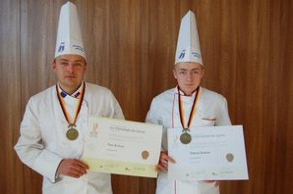 Šikovní kuchári. Bratia Peter a Damián Kolesárovci získali bronz na gastronomickej olympiáde.