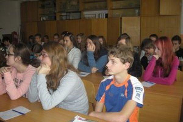 Žiaci zo ZŠ Kúpeľná. Napriek problémom s učebnicami im učitelia pripravujú kvalitné hodiny.