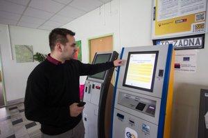 Kiosky na e-kolky majú byť asi na tretine úradov.