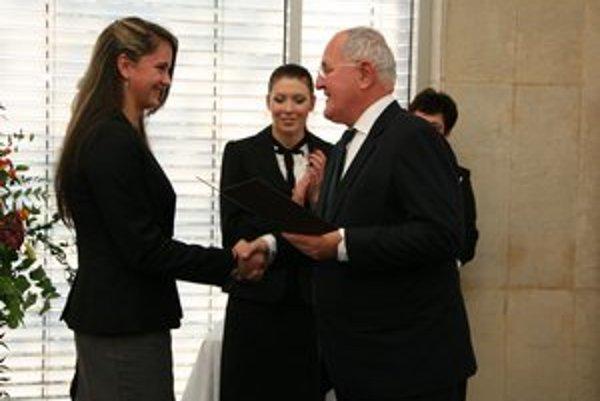 Z odovzdávania ocenení. Minister poďakoval študentom za úspešnú reprezentáciu Slovenska.