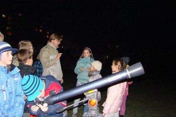 Nočné dobrodružstvo. Pozorovali nočnú oblohu a objavovali tajomstvá vesmíru.