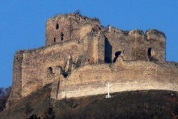Oprava hradu. Pustili sa do nej v tomto roku.