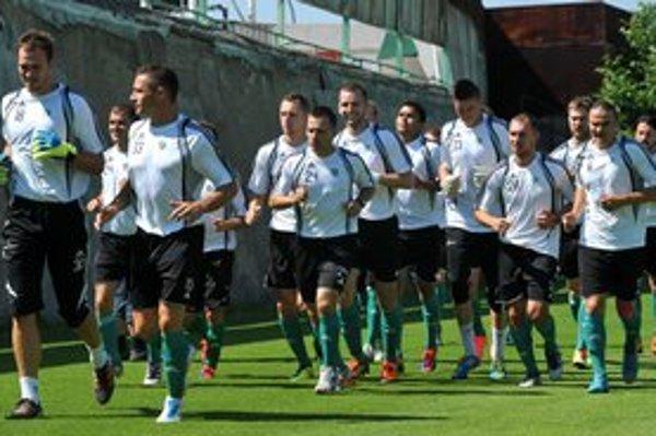 Otázniky. Takto sa začala príprava futbalistov Tatrana v lete, ktovie, v akom zložení vybehnú na prvom tréningu v januári.