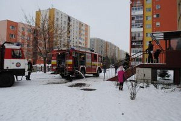 Zásah hasičov na Karpatskej ulici.