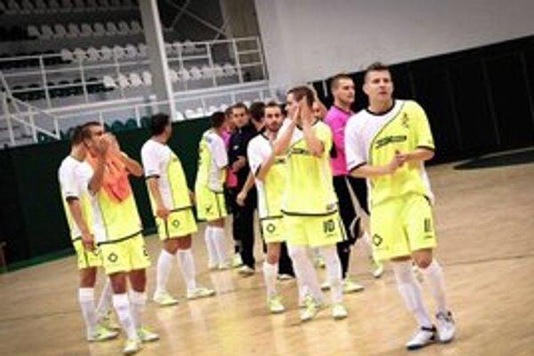 Poďakovanie. Futsalisti Prešova majú na tribúnach značnú podporu pri svojich vystúpeniach.