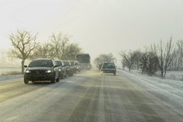 Na cestách pozor na snehové jazyky.