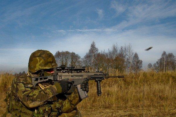 Slovenskí vojaci dostanú útočné pušky CZ 805 Bren.