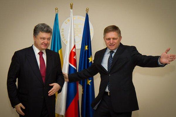 Robert Fico a Petro Porošenko počas stretnutia na Úrade vlády.
