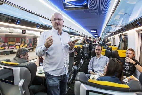 Majiteľ RegioJetu Radim Jančura hovorí, že chcú mať rovnaké podmienky ako štátny dopravca.