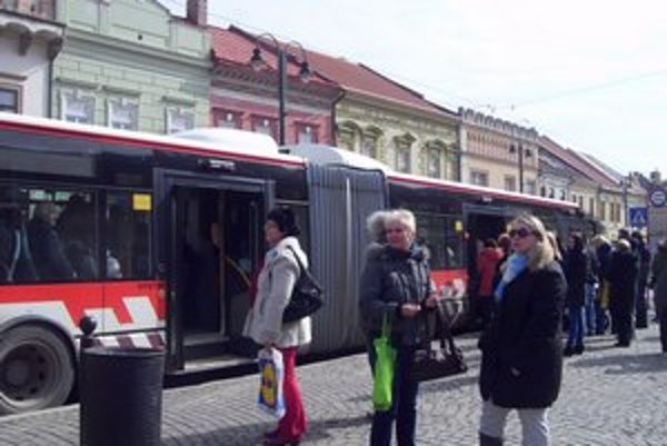 Ojazdené autobusy majú posilniť spoje v špičke.