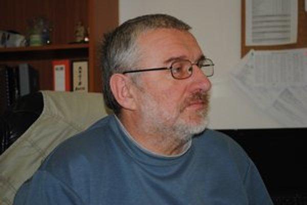 Jozef Kačala. Opisuje pestrý program PKO.