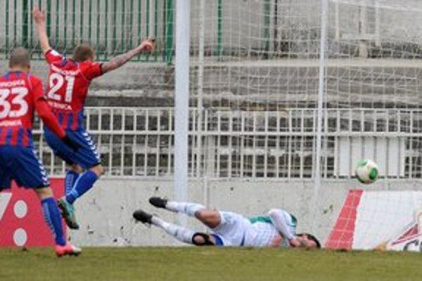 Symbolické - súper sa raduje z gólu, Prešovčania sú na zemi.